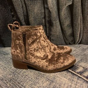 American Eagle Outfitters crushed velvet boots